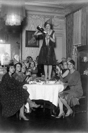 54ac91f1d2ace_-_elle-42-vintage-women-drinking-xln