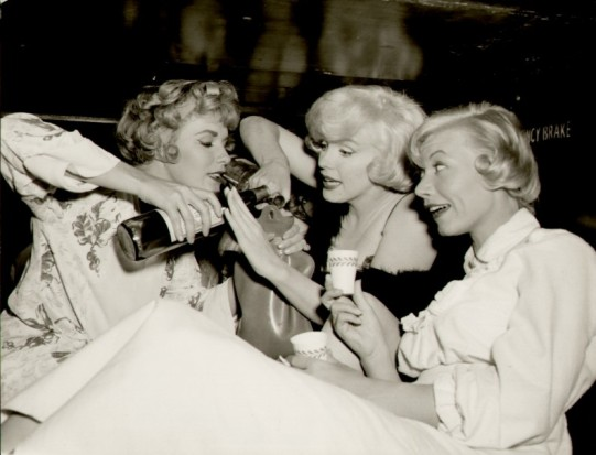 marilyn-monroe-some-like-it-hot-train-party