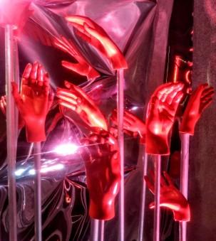 campari_red_hands